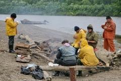 1.Группа браконьеров продолжает обед несмотря на появление рыбоохраны, автор Дмитрий Арбузов