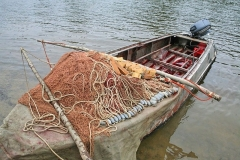 3.Залитая кровью лодка с бреднем - никто ничего не прячет