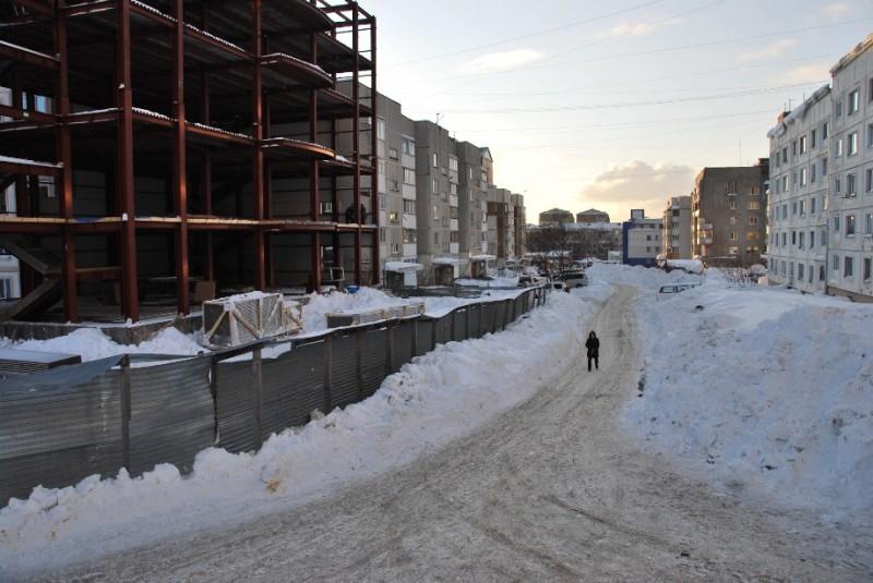 Заброшенные более 10 лет назад руины  по ул. Комсомольской